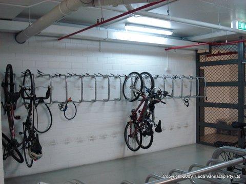 Hanging Wall Mount Bike Rail